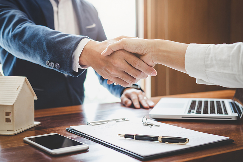 Hand shake while selling home - Heller Coley Reed